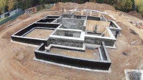 ленточный фундамент или плита